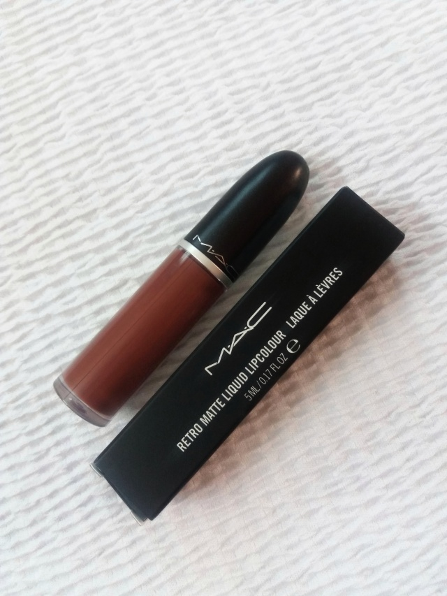 mac retro matte liquid lipstick topped with brandy
