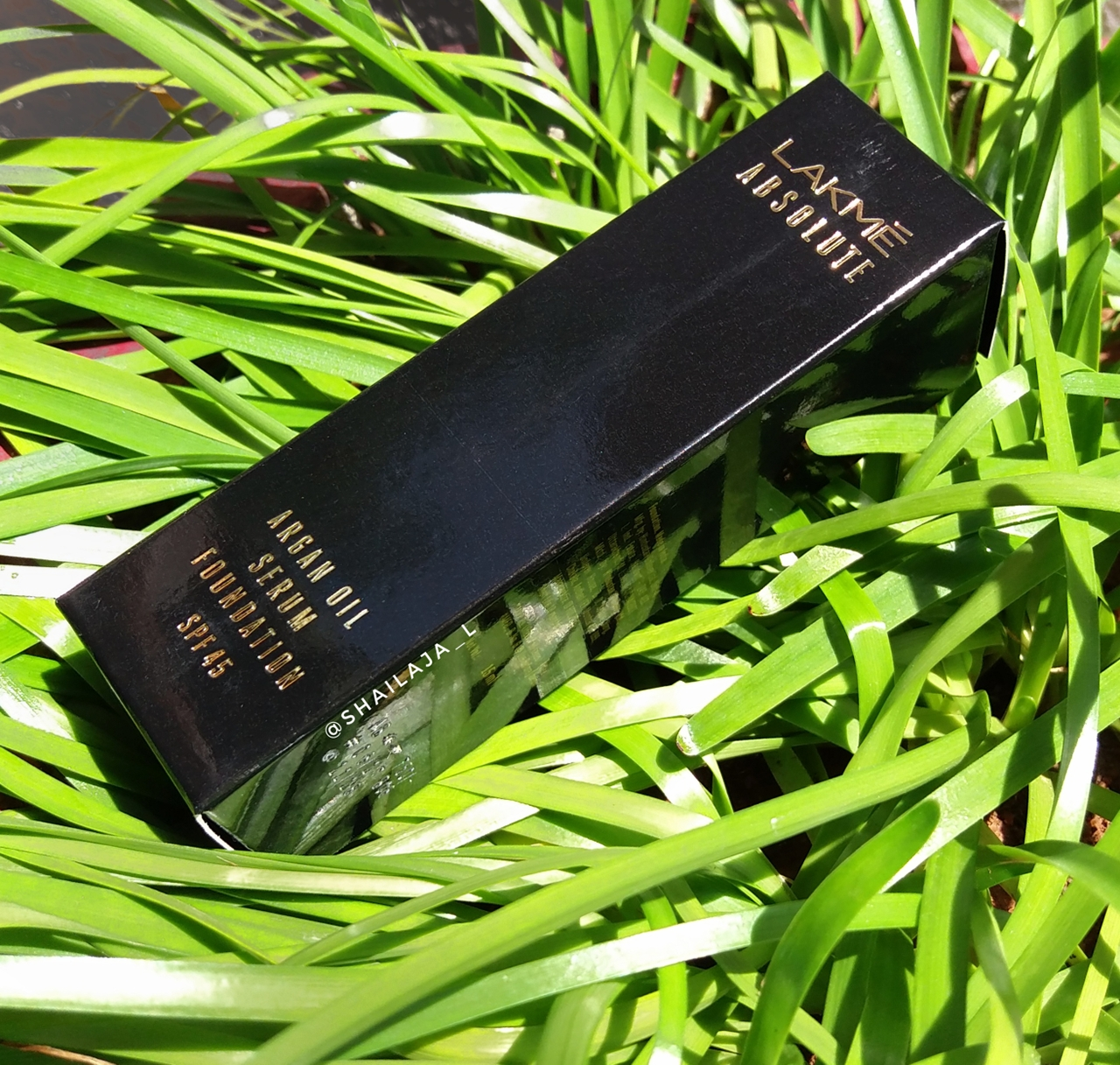 LAKME ABSOLUTE ARGAN OIL SERUM FOUNDATION REVIEW